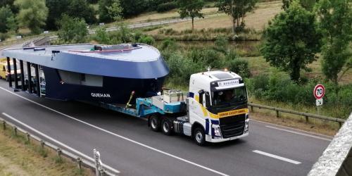 Transport bateau large long et lourd